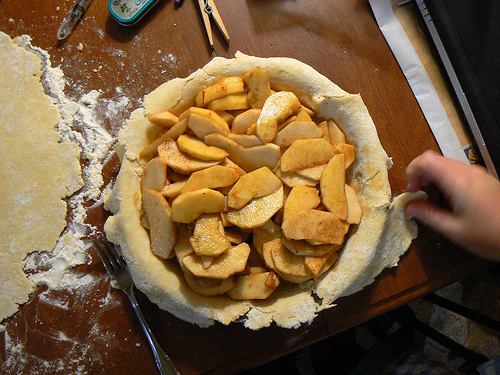 baking-an-apple-pie-benimoto