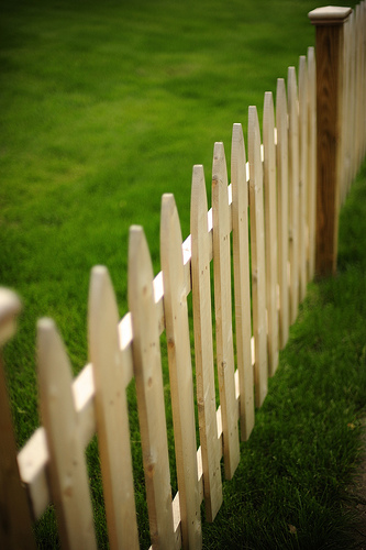 white-picket-fence-mannequin