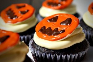 Jack-o-Lantern Cupcakes - CQ with stars front back