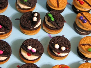 Oreo Monster Cookies - tomeppy