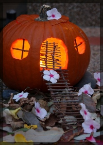 Pumpkin Fairy House - tinyfroglet